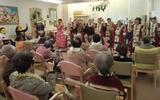 慰問団「フラダンスを楽しむ会」の皆さんが来られました